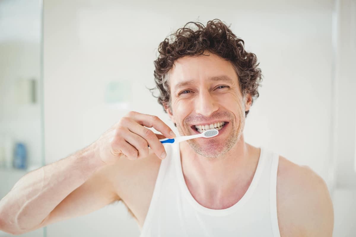 ¿Cómo cuidar los implantes dentales?